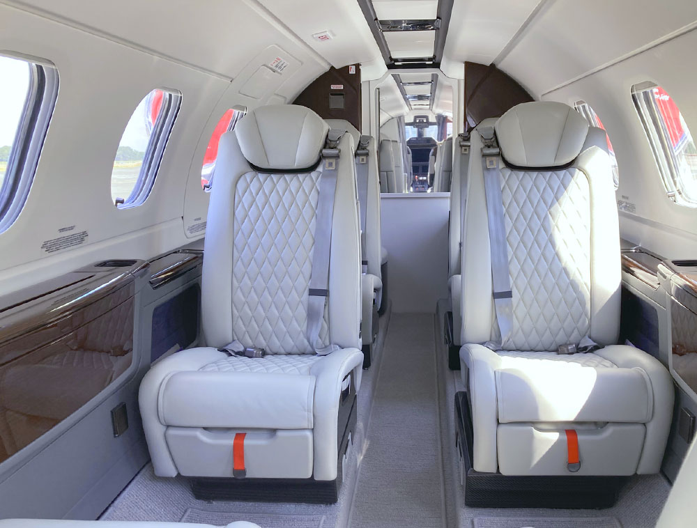 Zweistrahliger Super-Light-Jet mit 8 Sitzen